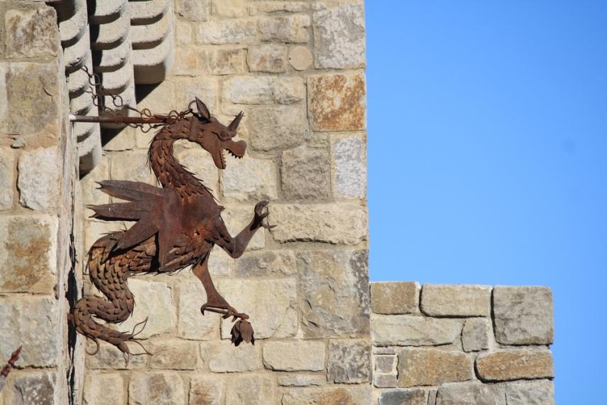 Castello di Amorosa dragon