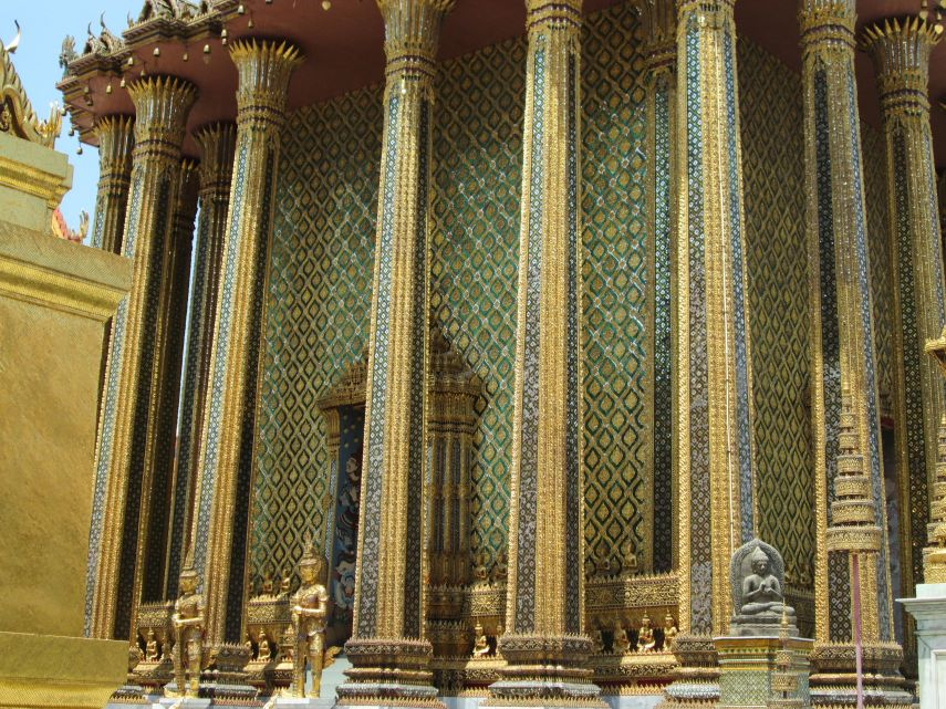 The Emerald Buddha statue lives in this building (like most Buddhist temples, photography isn't allowed inside)